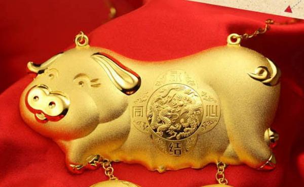 黄金波动一个点是多少钱
